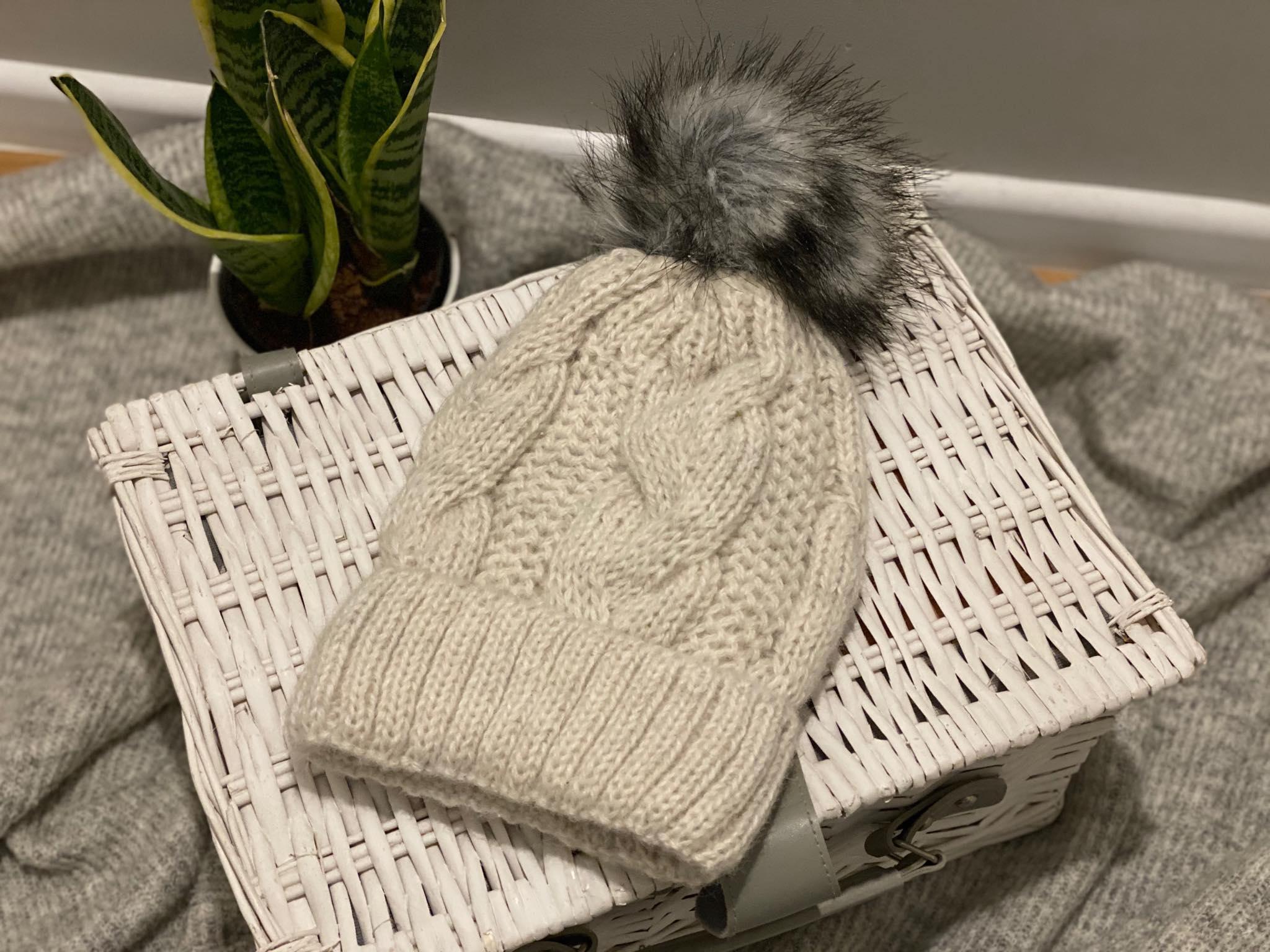 Damska czapka z wełny alpaki (biała)