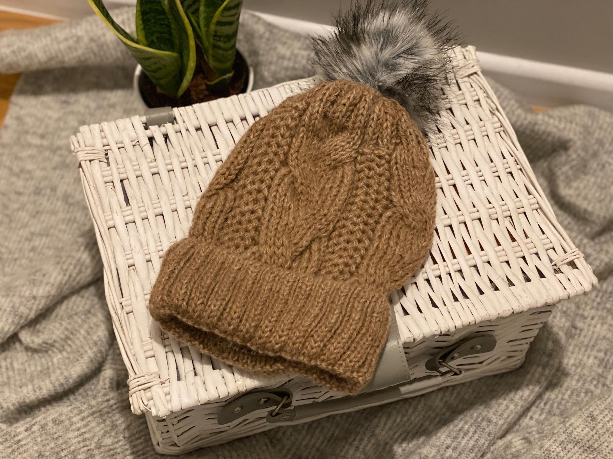 Damska czapka z wełny alpaki (jasny brąz)